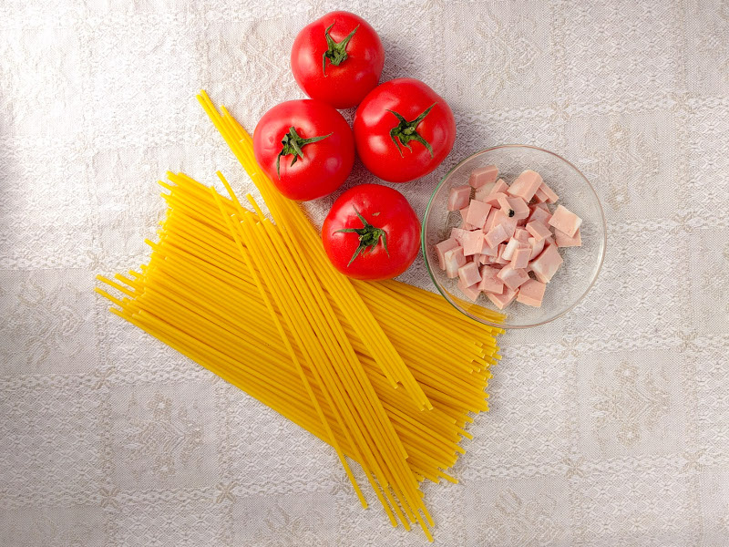 PERCIATELLI WITH FRESH TOMATOES AND MORTADELLA BOLOGNA PGI